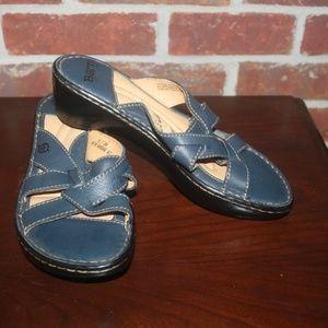 BORN Wedge Heel Navy Leather Criss Cross Sandal 8